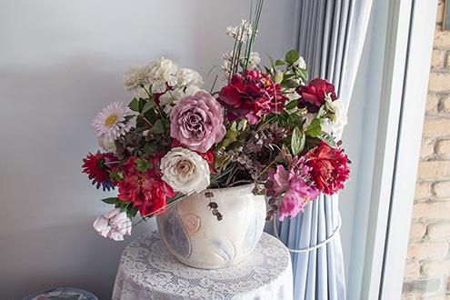Vase & curtain